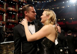 HOLLYWOOD, CA - FEBRUARY 28: Actor Leonardo DiCaprio (L) and Kate Winslet attend the 88th Annual Academy Awards at Dolby Theatre on February 28, 2016 in Hollywood, California.   Christopher Polk/Getty Images/AFP == FOR NEWSPAPERS, INTERNET, TELCOS & TELEVISION USE ONLY ==