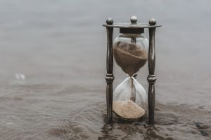 hourglass-time-keeper-in-water_4460x4460