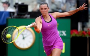 Italian Roberta Vinci returns the ball to Russian Ekaterina Makarova during their second round match for the Italian Open tennis tournament at the Foro Italico in Rome, 16 May 2017. ANSA/CLAUDIO ONORATI